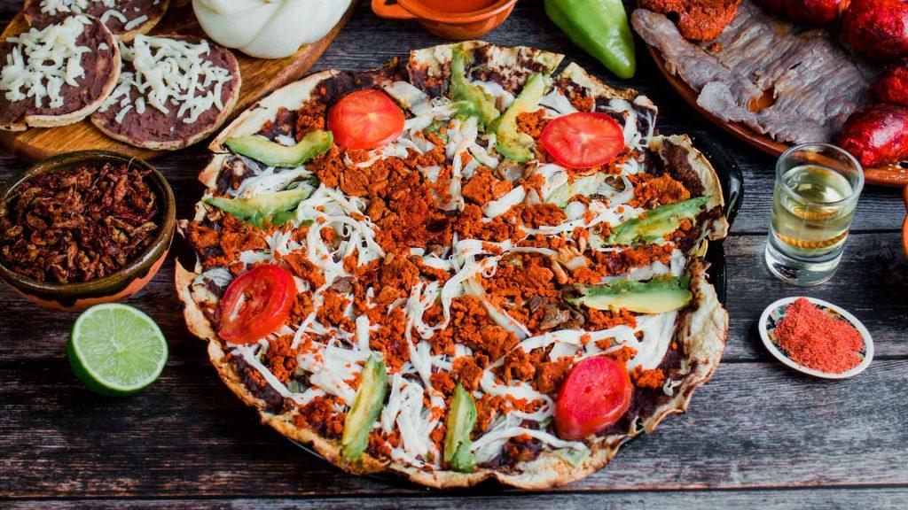 Prepara tlayudas con la chef Ana Sánchez del Hotel Quinta Real Oaxaca