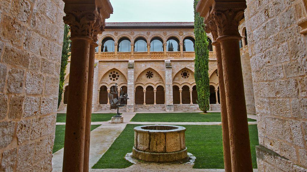 Monasterio de Valbuena: hospedaje medieval con aguas termales