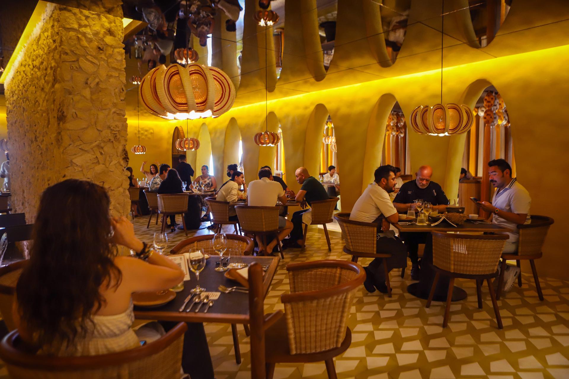 Interior del restaurante Kibi-Kibi en Hotel Xcaret Arte